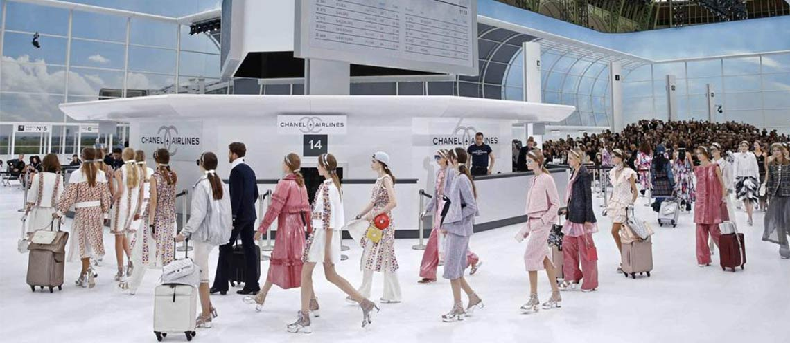 "Paris Fashion Week: Chanel Airlines, la donna ""prende il volo"""